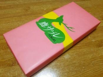 レトロな色使いの包装紙も素敵ですね。