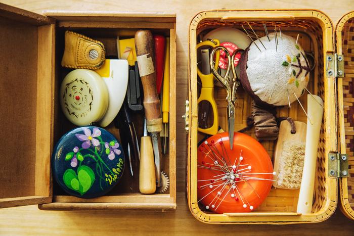 裁縫箱の中にある道具のほとんどが、昔から使用しているもの。ある物を大切に使う、丁寧なFABBRICAさんの性格が表れています