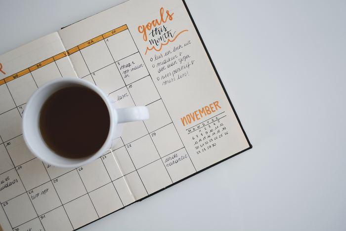 年の初めから運動を始めたり日記をつけたりと新しい習慣を取り入れてみたものの、三日坊主で終わってしまったという方も多いのではないでしょうか?今年こそはと思って目標を立てても、毎日の習慣として根付いていないと長く続けるのは難しいですよね。今回は、そんな方に向けて今日からすぐにでも取り入れられる、目標達成を叶える為の6つのコツをご紹介します。