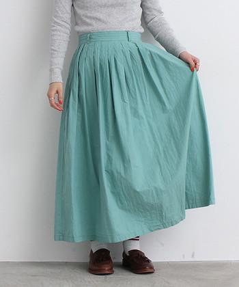 ふわりと広がるスカートに、爽やかなミントカラーを選ぶと、一気に春らしさを運んでくれます。