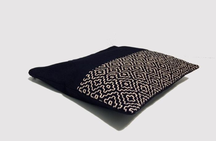 伝統柄バッグシリーズは、バッグひとつにつき、作り手の刺し子さんがすべて一人で刺し子をしているそうです。バッグにはそれぞれ製造番号と、作り手の刺し子さんの名前を記入したカードが付属します。刺し子さんがひと針ひと針、心を込めて丁寧に刺し子を施した伝統柄バッグは、使うほどに愛着が増し、自分だけの特別なアイテムになりそうです。