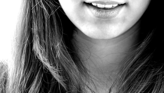 健康な歯って大事ですよね。笑顔の時、人と話をする時、見える歯が綺麗だと印象はぐっと良くなります。また、自分でも自信を持って人に接することが出来ますね。
