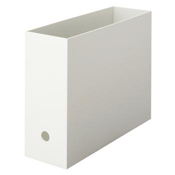 収納の殿堂、ファイルボックスも靴棚で役立ってくれます。こちらは無印良品の商品。