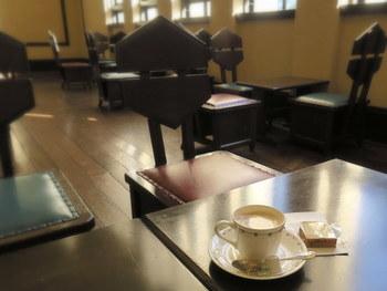 またこちらでは紅茶とクッキー(またはパウンドケーキ)のサービスを受けられる入場券が販売されていています。ノスタルジックな雰囲気の中、ゆったりと落ち着くのもいいですね。