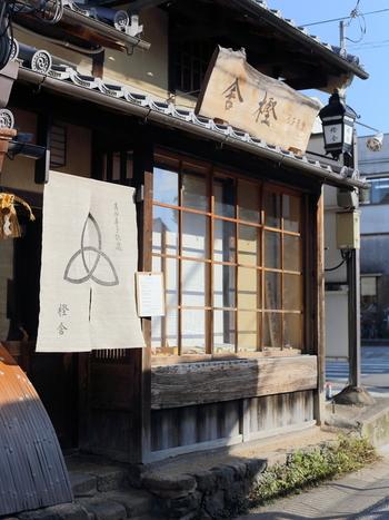 この風情ある佇まい、心惹かれますね♪ 食べログで奈良県スイーツ第3位、奈良県和菓子第1位の実力派の和菓子店「樫舎」です。
