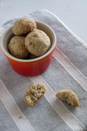 『サクサクホロ~リ!バター無しボールクッキー』  グレープシードオイルを使って、サクサクホロホロのクッキー。フードプロセッサーで混ぜるだけのお手軽さ。