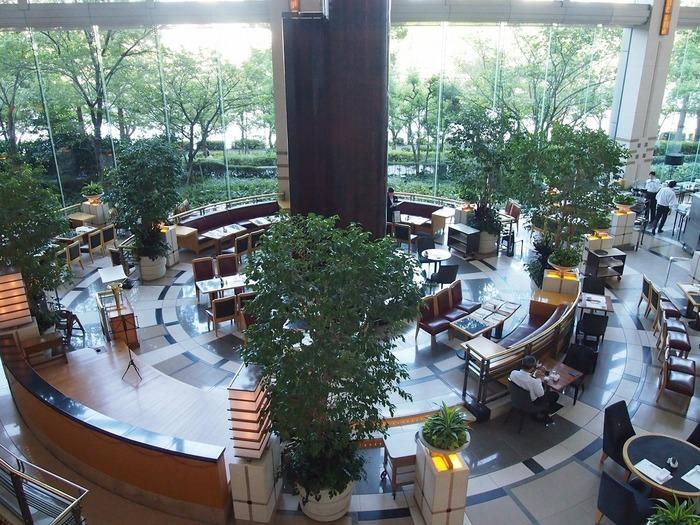 天井が高く、大きな窓から自然豊かな外の景色を見渡せる開放的な空間「ザ パーク」にて開催。例年好評のブッフェに、今年はチョコレートが加わって、苺とチョコのマリアージュも楽しめます。  【期間】6月3日まで 【時間・料金】(90分制)  平日 15:00~16:30/大人 5,000円、子供(4~12歳)2,500円  土日祝 16:00~17:30/大人 5,500円、子供(4~12歳)2,750円  ※2018年3月現在