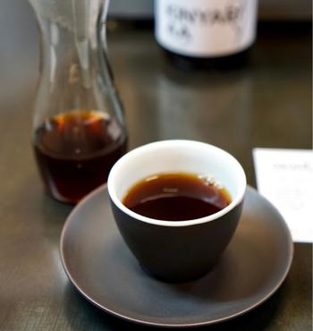 こちらのカフェには、エアロプレス選手権で世界2位に輝いた成沢勇佑バリスタが在籍しているそうで、彼がシフトに入っている日には、世界レベルのエアロプレスコーヒーを注文する事ができるんだそうです。是非、事前にシフトを確認してから訪れれば、楽しみも倍増しそうですね!