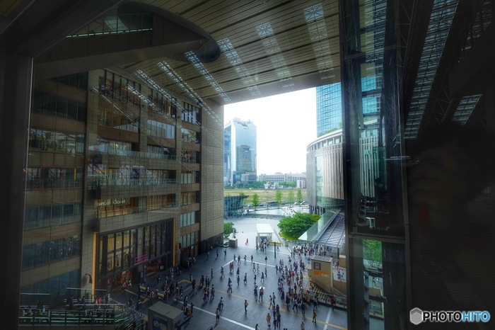 JR大阪駅は、バリアフリーで商業施設や映画館に行くことができます。上下の移動が多くなりますが、優先エレベーターがあるので、子連れや車椅子でのショッピングもスムーズに回れます。