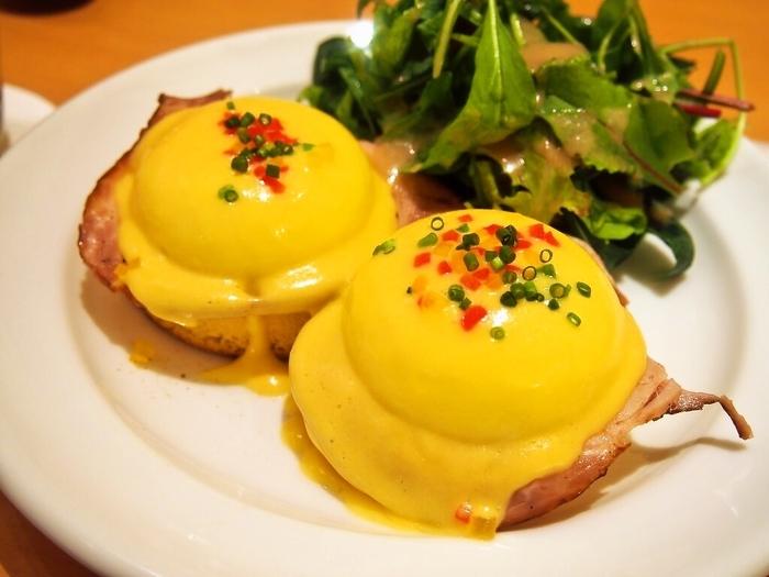 ルクアイーレ地下1階にあるサラベスは、西日本初出店のニューヨーク発祥のカフェレストランです。エッグベネティクトが大人気。車椅子での入店も可能です。