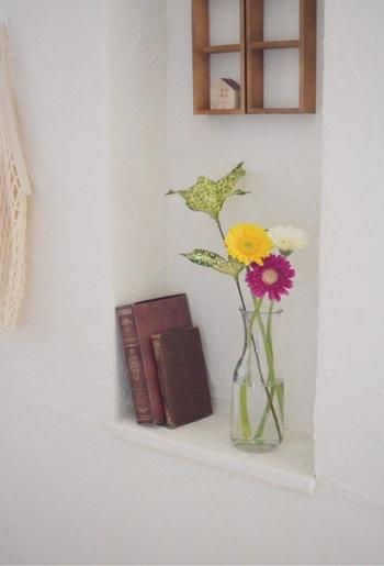 そんな方に、今回は初心者の方でも取り扱いやすい観葉植物・多肉植物・そして生花の取り扱い方法や楽しみ方をご紹介します。自分だけの癒し空間を作って、お部屋の中でも素敵な新生活を楽しみましょう*