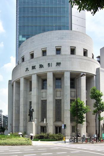 大阪取引所を中心とした金融街でもある北浜。でも、ビルばっかりの殺風景な街ではないんです。幸運にも、第二次大戦の戦禍を免れることが出来た北浜の街には、蘭学者・緒方洪庵が江戸時代に開いた『適塾』を始めとした史跡が、当時の佇まいをそのままに数多く現存しています。