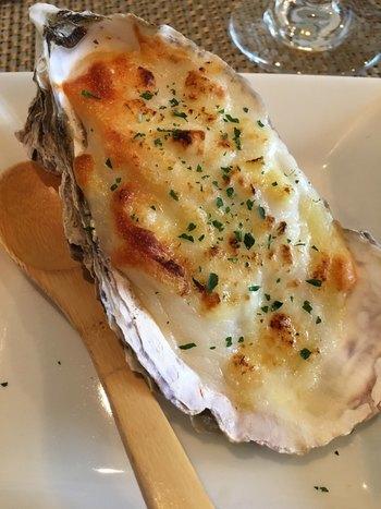 """""""レンチン""""40秒。大きな牡蠣が、テーブルをはなやかに演出してくれます。 牡蠣の本場・宮城県松島町の専門店「かき松島こうは」から冷凍便で届きます。"""