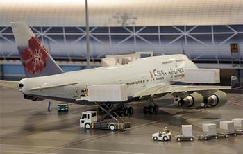 関空展望ホールには、スカイミュージアムがあって巨大な空港模型を楽しんだり、ツアーを体験することもできますよ。
