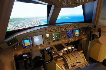 また、実物大コックピットでシミュレーターをつかって、パイロットになりきることも!お子さまがいたら是非、関空展望ホールに足を運ぶのをお忘れなく!