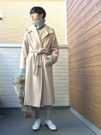 まだ寒い季節には、コートのインナーにミントカラーのニットをin。淡いトーンのコーディネートで、一足先に春らしい気分を取り入れて。