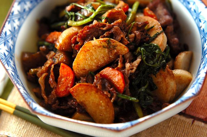 味付けがウスターソースと塩のみという、こちらの炒め物。牛肉の下味にもウスターソースを加えているので、他の調味料を足す必要がありません。シンプルな味付けながら、ご飯が進むおかずです。