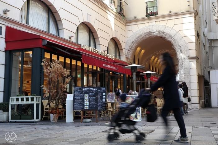 おしゃれで雰囲気のある街、表参道。 有名なブランドショップから、個性的なアートショップまで、いろいろなお店が立ち並びます。 気軽に入れるお店から、カフェやレストラン、ウィンドウショッピングしてるだけでも楽しくなります。
