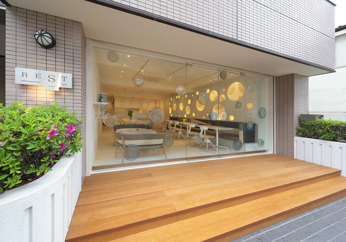 表参道駅から徒歩2分の「Sghr cafe Aoyama(エスジーエイチアールカフェ)」。