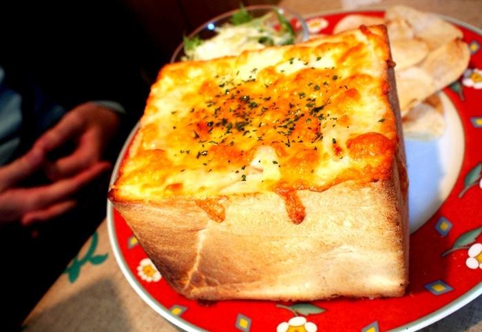 食パンをまるごとグラタンにしてしまうなど、見た目にもイベント感が楽しめるパングラタン。今回ご紹介した以外にもおしゃれなレシピがたくさんあります。普段の食事からパーティー料理まで、いろいろなシーンでどんどん活用してみてください!