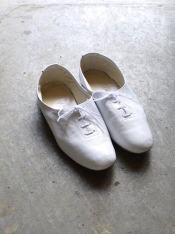 イタリアで 1919年に設立された老舗のバレエ用品メーカーのポルセリのバレエシューズ。伝統の製法と熟練した職人により、1つ1つ手作業で作られています。
