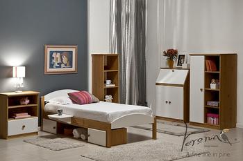 ベッドの下を何も使わないのはもったいない!  高さのあるベッドであればベッド下を収納スペースとして使いましょう。