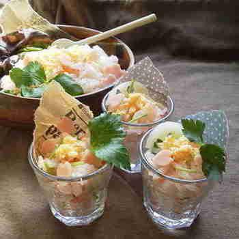 時間がなくてもおうちにあるグラスを使って、おしゃれなパフェ風ちらし寿司!具材もハムや卵など、おうちにあるもので手軽に作れます。
