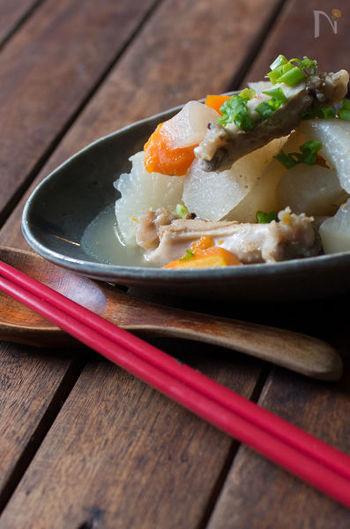 炊飯器に入れて放っておくだけの煮物レシピはきっと役立つことでしょう。ゴロゴロとした大根やにんじんの旨味が存分に味わえます。