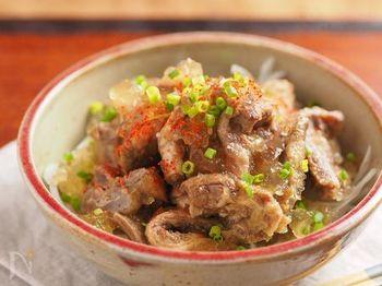 お酒のおつまみにもぴったりな牛すじポン酢も炊飯器におまかせ!季節によって食べ方を変えられる万能レシピです。