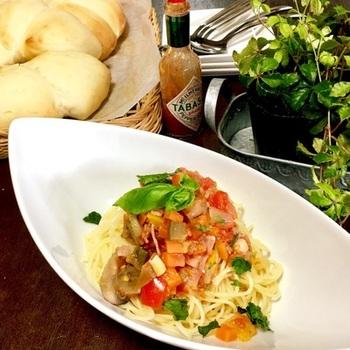 具材を全部炊飯器に入れてスイッチオン!とっても簡単に夏野菜をしっかり味わえるパスタが作れます。暑い日にさっぱりといただきたいですね!