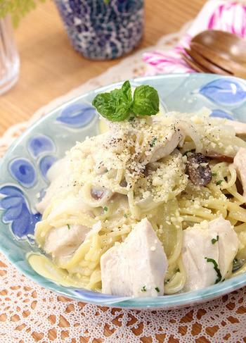 食べごたえがありそうながっつりパスタレシピです。炊飯器を使うことで、パサパサしてしまう鶏むね肉がしっとりするんだとか。