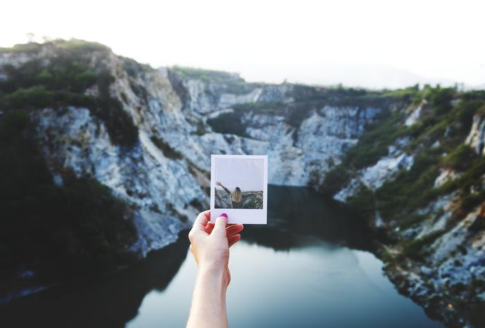 同じことを繰り返す毎日から脱したいなら、思い切って遠出してみては?誰かと行く旅行も楽しいですが、一人旅もおすすめです。今まで知らなかった土地の文化に触れることができ、世界観が変わるかもしれません。