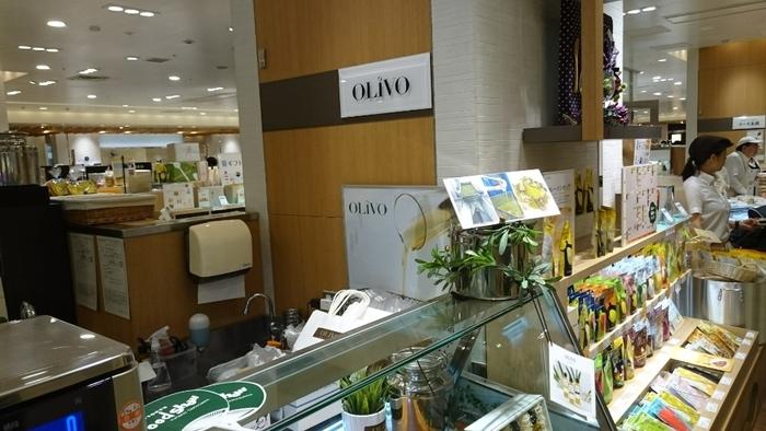 OLiVOはオリーブの専門店です。ちょっと珍しいお店ですね。写真の二子玉川駅直結の二子玉川ライズ・ショッピングセンター の地下のほか、ecuto品川や松屋銀座にも店舗ががあります。オリーブもワインにとてもよく合う食材の一つ。ぜひ一緒に楽しんでみて。