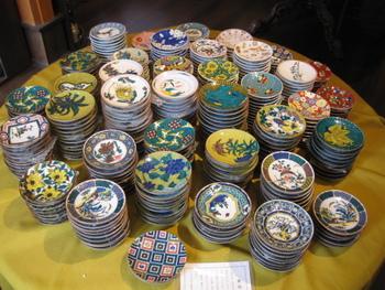 小皿だけでも、こんなに色とりどり!食事のお盆やトレーに、豆皿のように並べて使っても素敵ですね♪