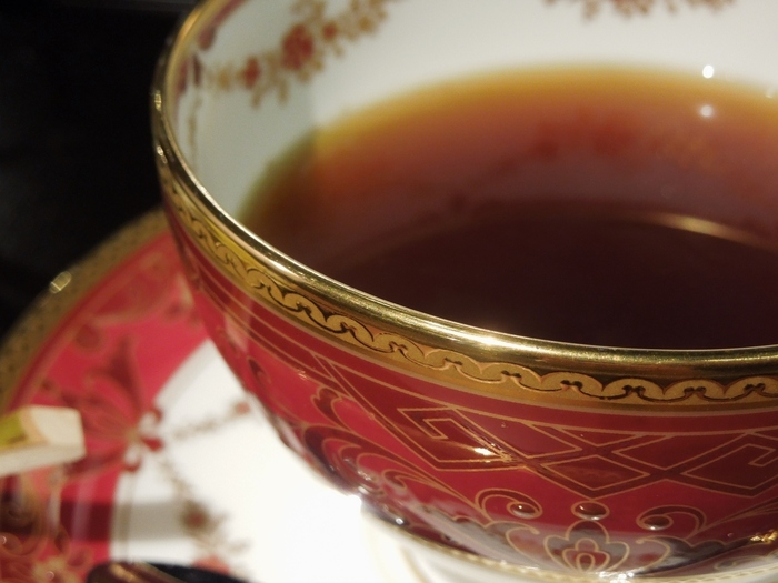 人間国宝の作品でコーヒーを飲めるなんて、なんとも贅沢なひとときになりますね。老若男女、誰の目から見ても、素敵に映ること間違いなし*