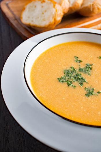 冷凍ストックしたスープは、濃いペーストのものは適量のお湯で溶かします。 味の調節がいらないものは、食べたい分だけお皿に入れ電子レンジで解凍、もしくは鍋で温めます。 簡単ですね。