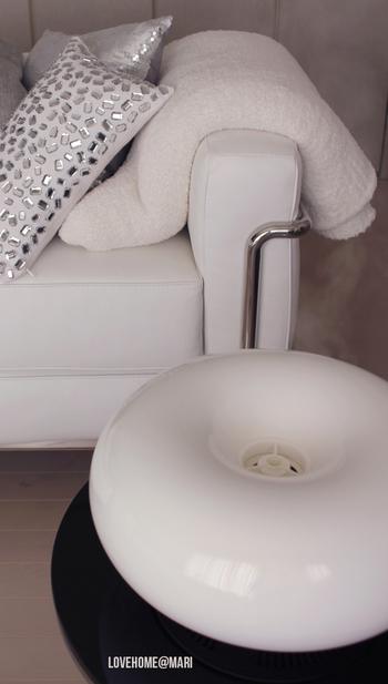 アートのような加湿器。加湿がいらないときにも、ずっとそばに置いておきたいデザイン。  水滴をイメージしたデザインの通り、なめらかな曲線が素敵です。