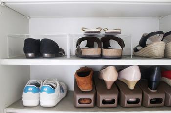 この写真の右下のように1足の靴を交互に重ねて収納できるようになります。 そのため、今までより収納力が2倍になるんです!