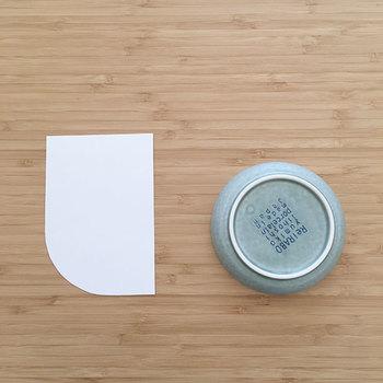 難しそうなカーブですが、お皿を使えば簡単。布に直接、お皿で丸く書き込むと楽ですよ。
