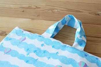 少し手間をかけて、持ち手を共布・別布にアレンジしてみるのも◎さらにオシャレになります。