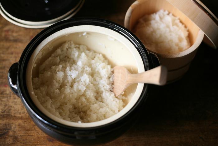 炊飯釜、飯台、すり鉢、盆ざる、雪平鍋…昭和の懐かしい台所道具って、今使っても便利で素敵かも。