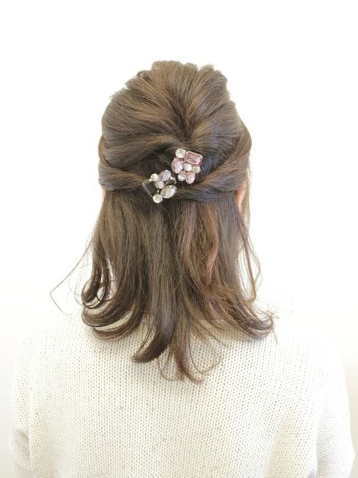 簡単かわいいまとめ髪♡「くるりんぱ」を使った素敵なヘア