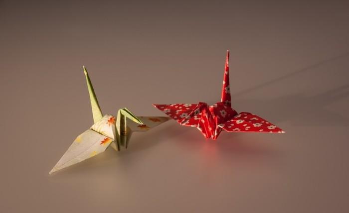 カラフルな紙で折るだけでこんなに可愛らしくなります♪和風の柄、洋風の柄、好きな模様の紙で折ってみましょう。
