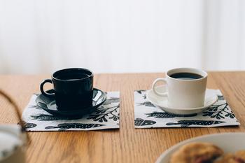 モノトーンが大人っぽい印象。コーヒーカップやプレートとカラーコーディネートしたくなります。