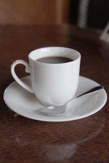 食後には、オリジナルコーヒーはいかが?歴史を感じられるカフェで、美味しいケーキを食べながら、まったり過ごしましょう♪