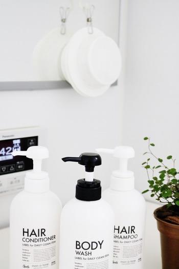 シャンプーボトルや石けん、バスマットなどもバスルームを演出する大切なアイテム。素敵なものを選んでみてくださいね。