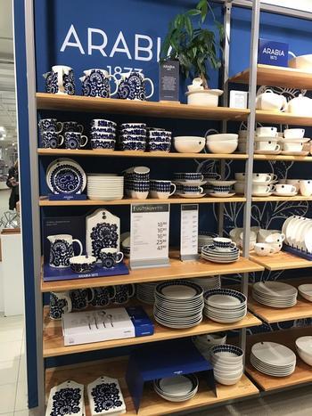 ヘルシンキ郊外にあるファクトリーショップでは正規品の他、試生産された商品やB級品(日本での定価より半額くらいで買えます!)も販売されていて、アラビアファンは必訪ですよ。
