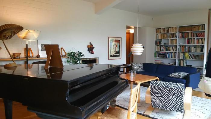 建築家・デザイナーとして活躍したアアルトは「フィンランドのモダニズムの父」と呼ばれ、家具や照明、食器など、生活のあらゆるものに名品が残されています。 ヘルシンキ郊外にある自邸&アトリエは必見。1936年に建てられたとは思えないほどモダンでお洒落な空間は参考にしたくなるヒントがいっぱいです。