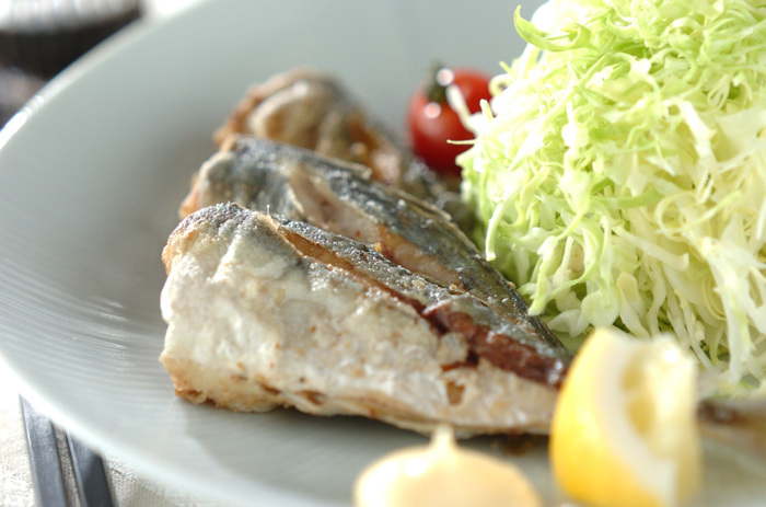 たんぱく質やカルシウム、DHAなど栄養豊富なことで知られる鯵は、焼く・煮る・揚げるなど、どんな調理法でも美味しく食べられるのが魅力。鯖と同様、鮮度が落ちやすいため、買ってきたら早めに調理しましょう!