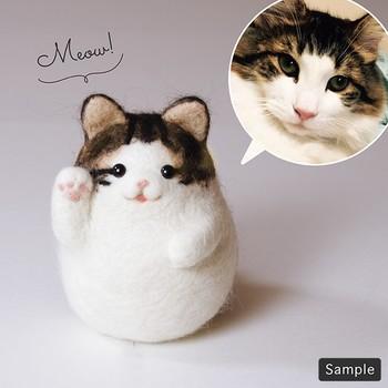 慣れてきたら、上級レベルに挑戦!ハンドメイドの達人たちの作品は、デザインのいい参考になりますね。こちらは、招き猫。愛猫の写真をもとに、そっくりなマスコットを作るのも素敵です。